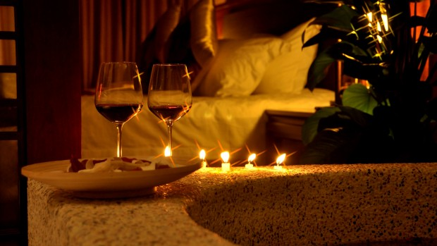 romantic-evening-candle-bed-pillow-glass-wine-photography-3840x2160-wallpaper179876